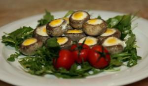 Шампики с перепелиными яйцами