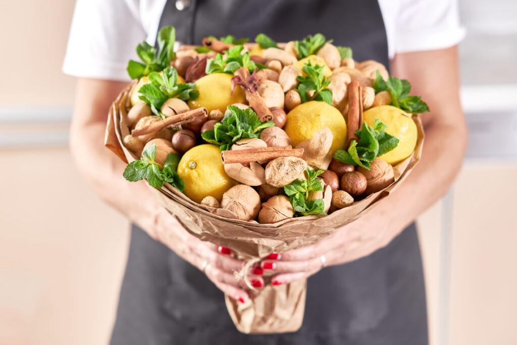 Букет из лимонов и орехов своими руками
