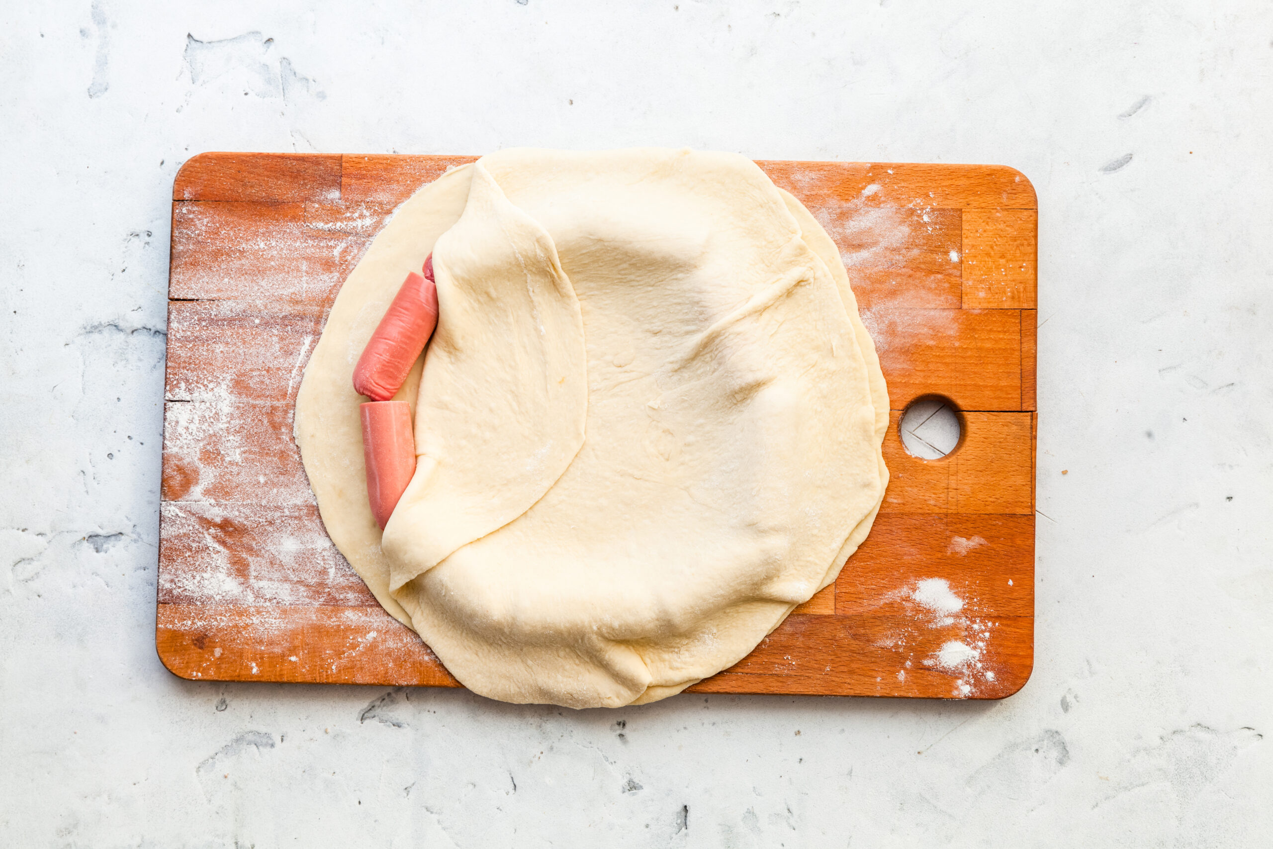 Пицца с сосисками по краям