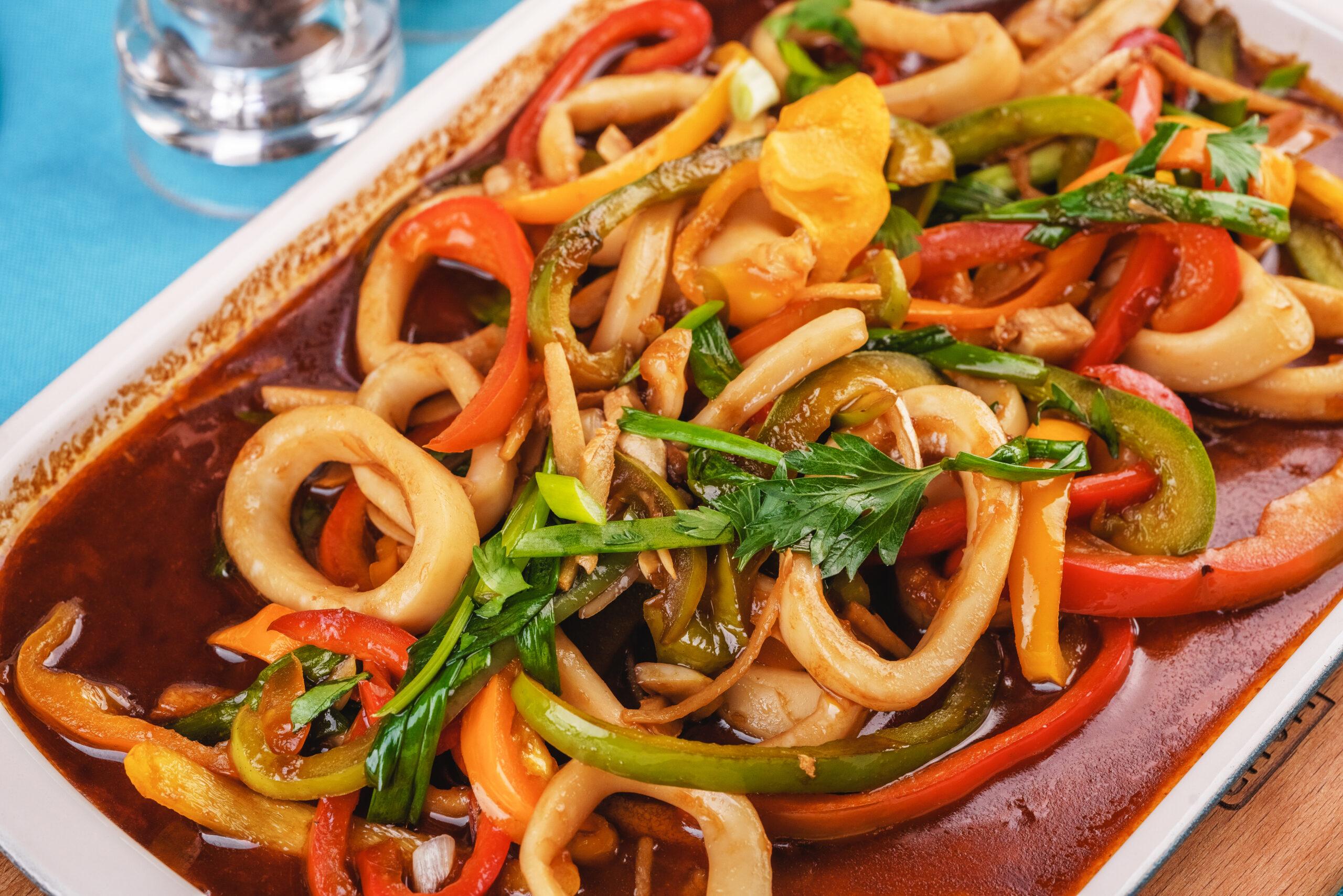 Тушёные кальмары с овощами рецепт