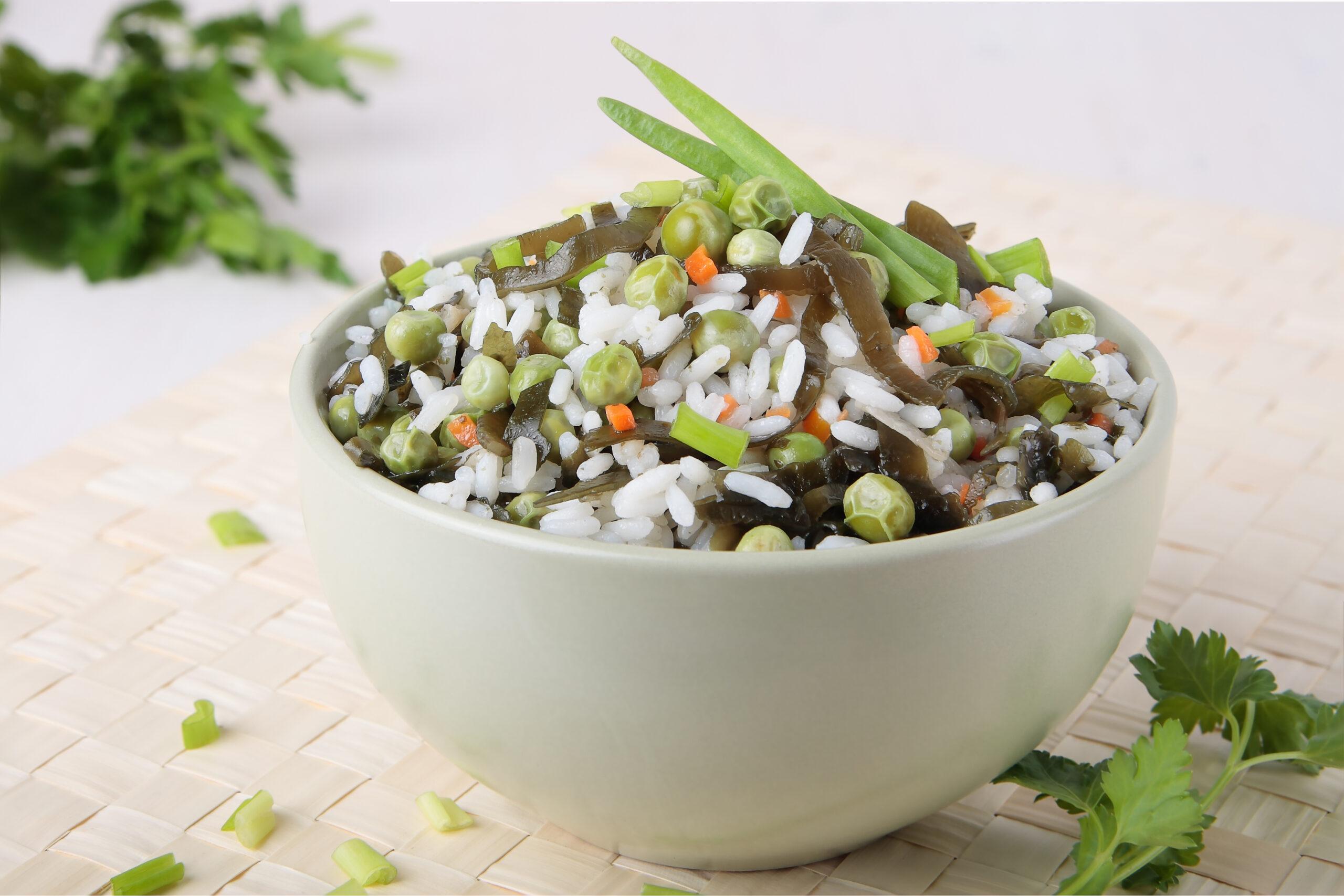 Салат с морской капустой и рисом