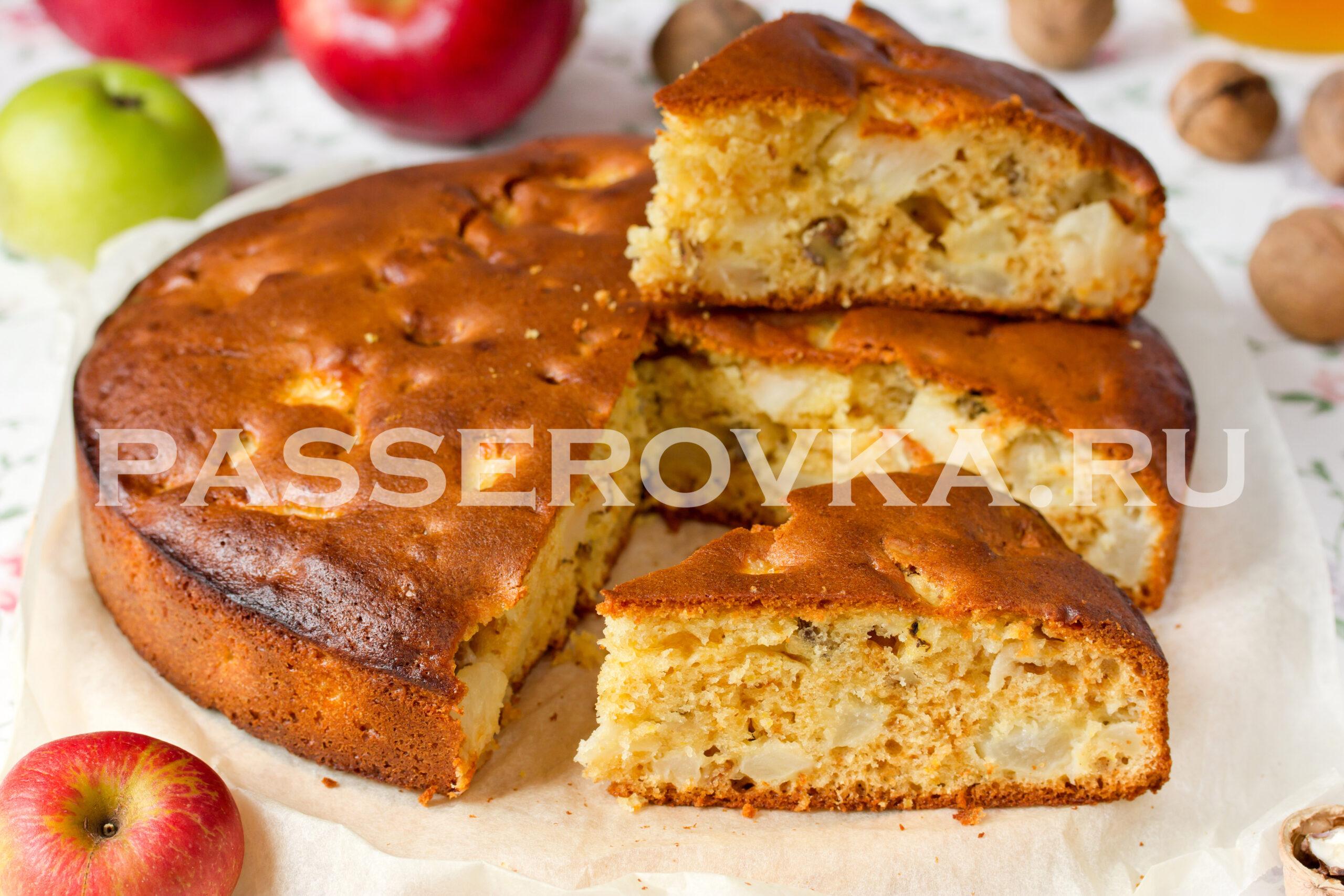 Пирог с яблоками и орехами в духовке